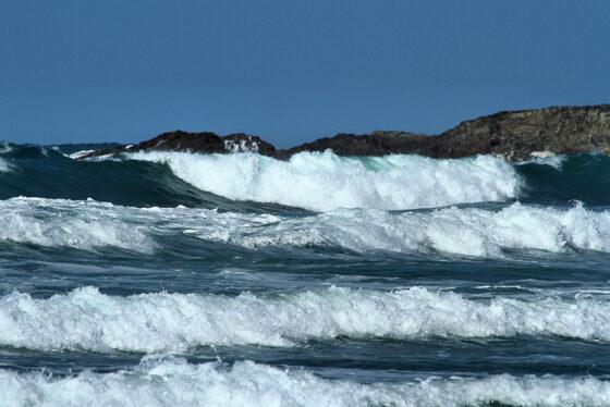 Waves Surf School - Surf Lessons Mawgan Porth